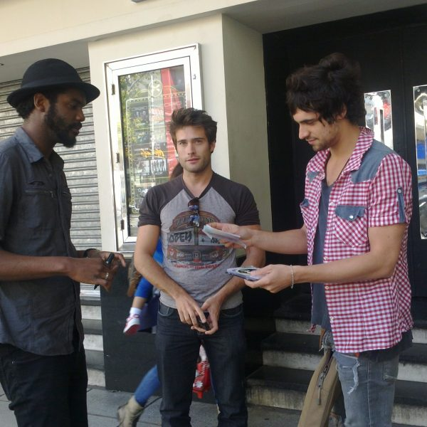 con Rodrigo Guirao Diaz firma guitarra gary clark show